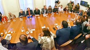 Cumbre. Finalmente el gobernador decidió convocar a todos los bloques opositores para evaluar  el contexto económico de la provincia.