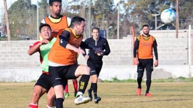 Deportivo Madryn disputó sus primeros minutos de pretemporada ayer ante Huracán de Trelew, equipo que participa en la Liga del Valle.