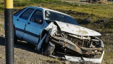 El potente auto quedó con daños materiales en su parte frontal.