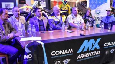 Representantes y autoridades de la prueba en la mesa de conferencia realizada en el Mall Don Bosco.
