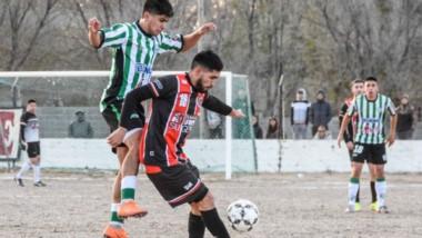 En la ida en Puerto Madryn, Alumni se impuso por 4-2. Hoy se juega la vuelta en Rawson. En la otra semi, Huracán (2) recibe a Gaiman FC (2).