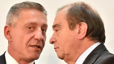 La charla que se daba ayer entre el gobernador y el Ministro Luís Tarrío en Casa de Gobierno.