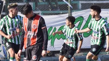 Agustín Cano (izq) abrió la cuenta para Germinal a los 26 minutos del primer tiempo. Fue el tercer partido consecutivo en el que marca un gol.