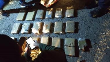 El gobierno difundió imágenes del procedimiento que terminó con la incautación de 20 paquetes.