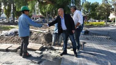 El intendente en la tradicional recorrida por las obras que se están ejecutando en la ciudad.