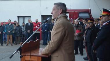 El gobernador destacó el compromiso de los bomberos voluntarios para realizar su labor diaria.