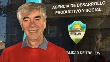Sonrisa. Una postal del flamante funcionario municipal, que explicó varios de los proyectos para intentar reactivar la economía trelewense.
