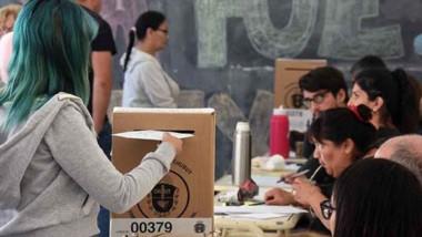 En Puerto Madryn se vota en 30 establecimientos.