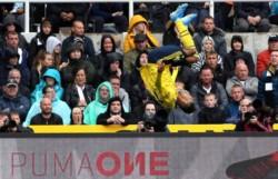 A pura pirueta en su festejo, Aubameyang celebró el 1-0 del Arsenal en su visita al Newcastle