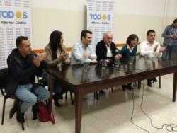 """En conferencia de prensa del Frente de Todos,  Darío Martinez dijo que según los resultados propios, """"en Neuquén el sol salió para todos""""."""