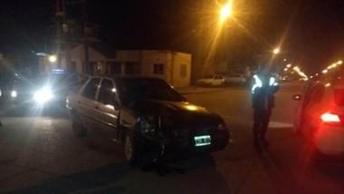 El automóvil Ford Orión quedó secuestrado tras la triple colisión.