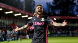 Con goles de Nketiah, Berardi y Klich, el Leeds United goleó 3-0 al Salford y avanzó a la próxima ronda de la EFL Cup.