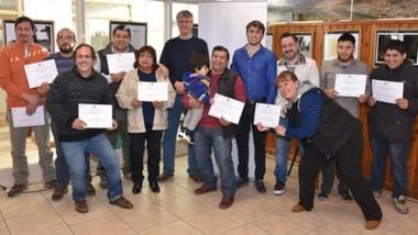 Diez vecinos recibieron certificados.  Ongarato estuvo  presnete durante el acto en el  Melipal.