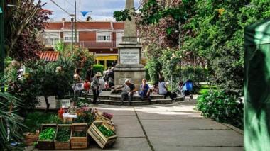 En la Plaza Central habrá Feria de Artesanos y Productores, números artísticos y cocina en vivo.