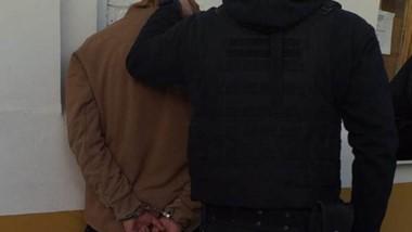 El sujeto detenido había robado un teléfono celular de una casa.