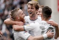 Leeds de Bielsa sigue puntero en la Championship tras vencer al Wigan.