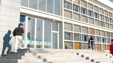 La burocracia en el Ministerio de Educación demora la jubilación.