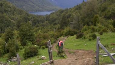 Muchas horas de caminata demanda el trayecto desde Llanada Grande hasta Lago Puelo.