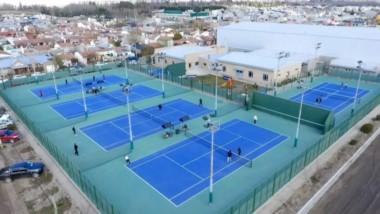 Una toma aérea de las canchas exteriores durante el torneo. Hacía frío, pero el amor al tenis fue más fuerte.