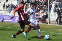 Con goles de Ávalos y Silveira, Patronato venció 2-1 a Huracán (Briasco) en Paraná y quedó como mejor ubicado en el descenso.