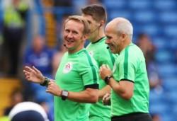 Graham Scott, el árbitro designado para Chelsea vs. Leicester, nunca pudo llegar al estadio por problemas en el tráfico. Oliver Langford se hizo cargo del duelo.