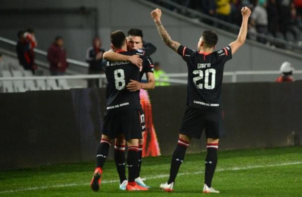 Estudiantes se aprovechó de un momento incierto de Independiente