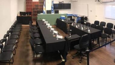 Todo listo. Así lucía anoche la Oficina Judicial capitalina, preparada para recibir a todas las partes del juicio.