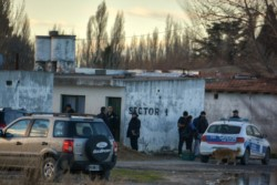 La Policía en el predio del Hipódromo. (Foto: Sergio Esparza / Jornada)