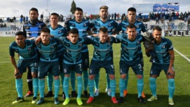 El plantel de Guillermo Brown en el debut con derrota ante Barracas Central de local.