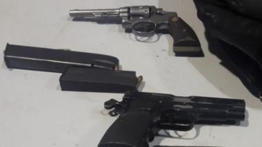 Un revolver calibre 22 y una pistola 9 mm. fueron incautadas en Trelew.