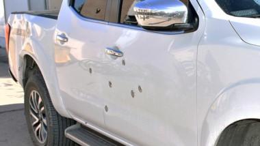 Personal de Criminalística peritó los disparos sobre la camioneta perteneciente al Estado del Chubut.