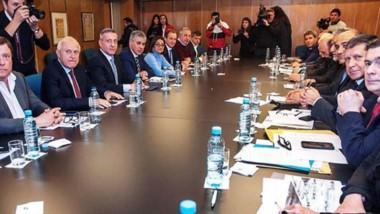 Reclamo ante Nación. El encuentro de los gobernadores ayer en el Consejo Federal de Inversiones.