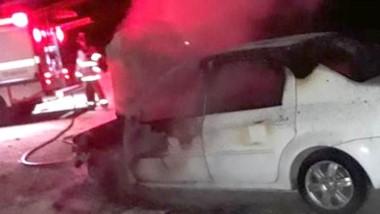 El automóvil apareció con fuego y abandonado en la ruta nacional Nº 3