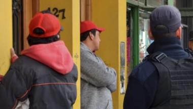 Los dos detenidos por la Policía tras los incidentes en el municipio.