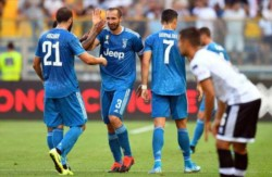 Juventus inició el camino hacia la novena Serie A consecutiva con victoria. Chielini festeja su gol con el