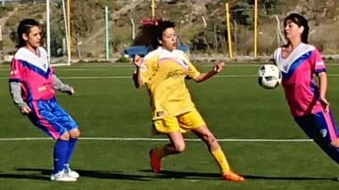 La Ribera superó por 3-2 a Deportivo Roca en condición de local y se acercó a los cuartos de final.