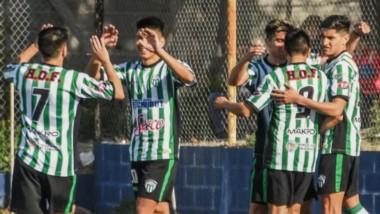 """Aplanadora. Germinal trituró por 5-0 a Guillermo Brown en la cancha auxiliar de la """"Banda"""".  El """"Verde"""" suma ocho goles a favor."""
