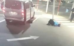 Dos mujeres murieron y un hombre resultó gravemente herido en un sangriento episodio.