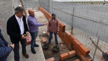 Avances. Las autoridades recorrieron las nuevas obras de servicio en la terminal portuaria de Madryn.