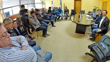 Cumbre. El intendente Maderna también se sumó a la reunión con los empresarios de la construcción.