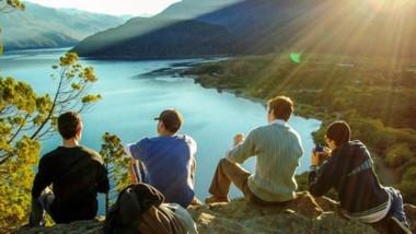 El Corredor comprende cinco parques nacionales, entre ellos,  Los Alerces y Lago Puelo en Chubut.