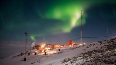 """""""Aurora Austral"""". La  fotografía tomada en la Base Antártica Belgrano 2 participa en el concurso de la OMM."""