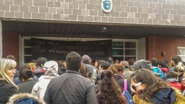 Manifestación. Varias comunidades educativas se sumaron a la asamblea docente en la Escuela 789.