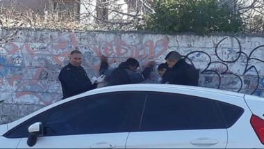 Alto ahí. Momentos en que llegaba la Policía para detener la acción.