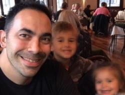 Un hombre de 36 años dejó esta madrugada a sus hijos de siete y tres años encerrados en su camioneta y se fue a bailar.