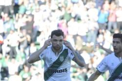 Nicolás Bertolo, de penal, marcó el único tanto para el equipo de Hernán Crespo en el primer tiempo.