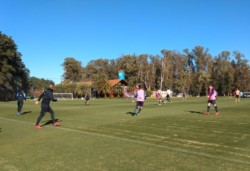 Brown superó claramente a Temperley en el amistoso disputado en el predio de AFA, en Ezeiza. (Foto: @TemperleyOK).
