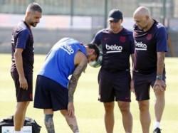 Messi se reincorporó a los entrenamientos del Barcelona y sufrió una lesión de primer grado en el sóleo de su pierna derecha.