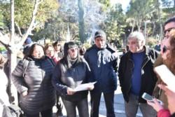 Empleados municipales mantienen el acampe frente al municipio