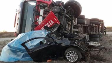 La impactante imagen refleja la brutal colisión entre los dos rodados con el fatal saldo de dos fallecidos.